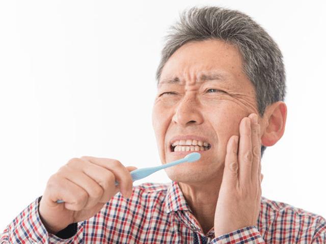 歯磨きがしづらく歯の寿命が短くなる