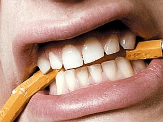 歯ぎしりと食いしばり